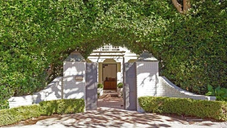 Entrada de la mansión de Elsa Pataky y Chris Hemsworth en Malibú