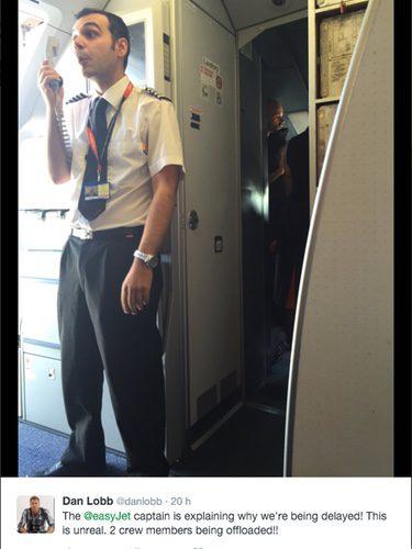 El capitán del vuelo EasyJet explicando la situación