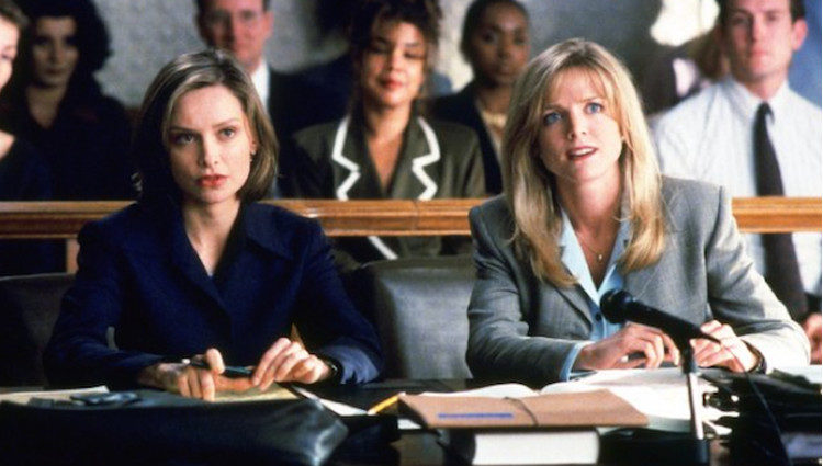 Calista Flockhart como Ally McBeal junto a Courtney Thorne-Smith</p><p>