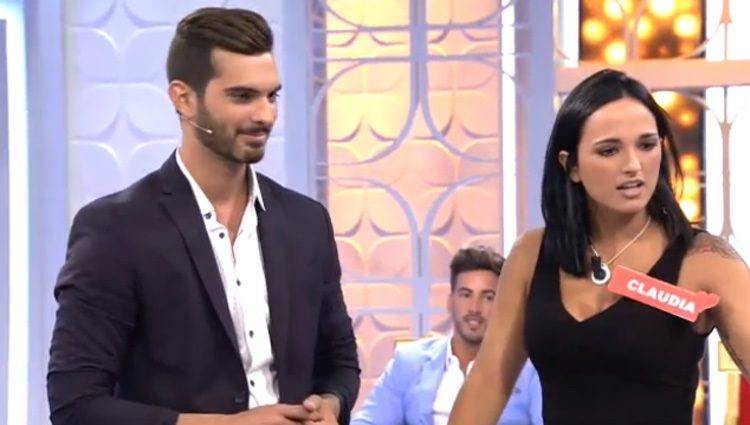 Claudia Bavel Myhyv Se Desnuda En La Portada De Interviú Bekia