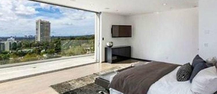 Uno de los dormitorios de la casa de Harry Styles con vistas de lujo
