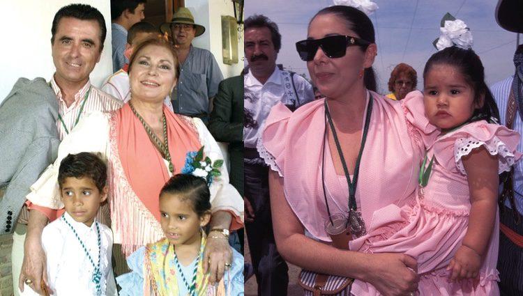 Rocío Jurado junto a su marido y sus hijos e Isabel Pantoja junto a su hija