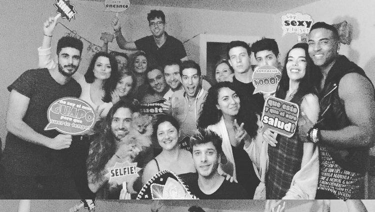 Blas Cantó rodeado de amigos en su fiesta de cumpleaños