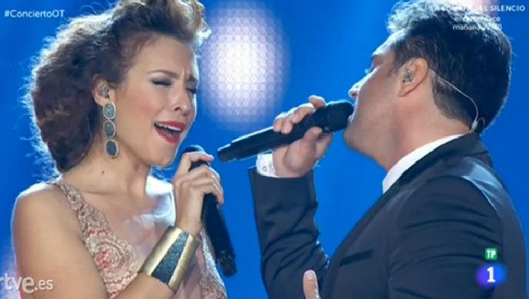Bustamante y Gisela cantan 'Vivo por ella'/ rtve.es