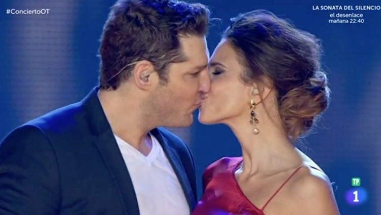 Manu Tenorio y Nuria Fergó en el concierto de 'OT. El reencuentro'. Imagen: rtve.es