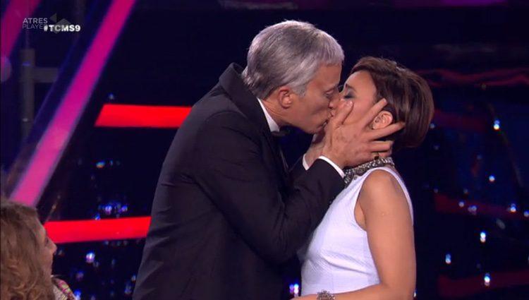 Pablo Puyol besa a Chenoa en 'Tu cara me suena' / Imagen: atresplayer.com