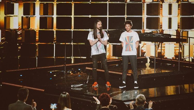 Louis Tomlinson y Steve Aoki en 'The X Factor' / Imagen: Instagram