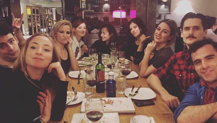Los actores de 'Las chicas del cable' de cena / Instagram
