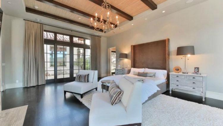 Los colores neutros y los detalles en madera invaden cada uno de los rincones de la casa de Britney Spears