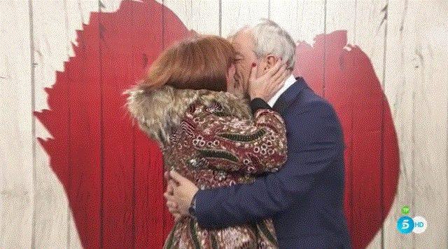 Carlos Sobera y su pareja durante las Campanadas / Foto: Telecinco