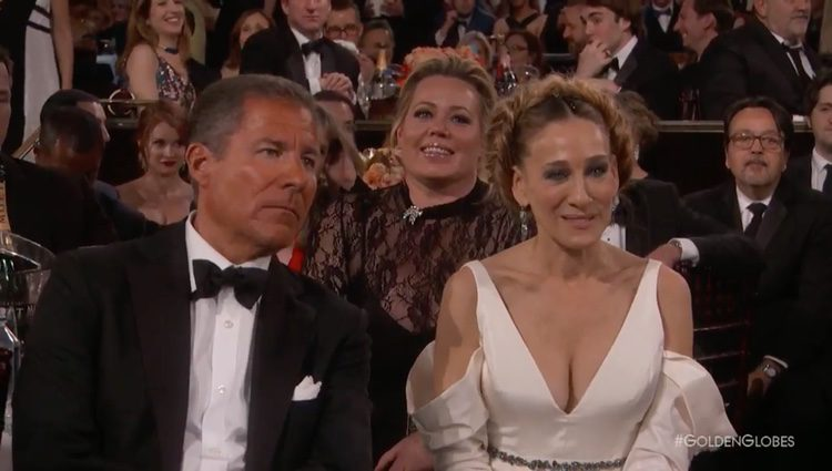 Sarah Jessica Parker entre los asistentes de la gala emocionada ante el discurso de Meryl Streep