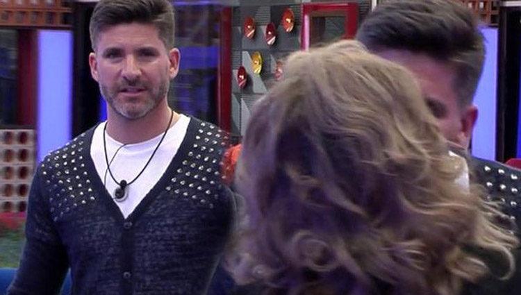La fría y tensa reacción de Toño Sanchís al ver a Terelu Campos   telecinco.es