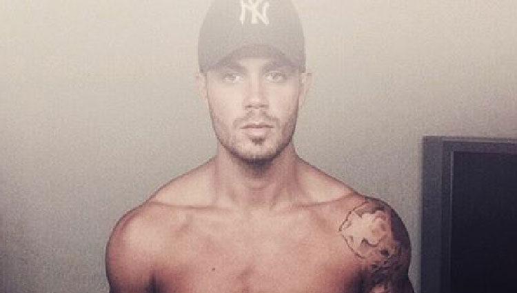 Max George acostumbra a posar sin camiseta en su cuenta de Instagram