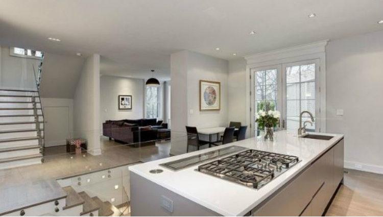 El concepto de espacio abierto está muy presente en la distribución de cada uno de los pisos de la casa