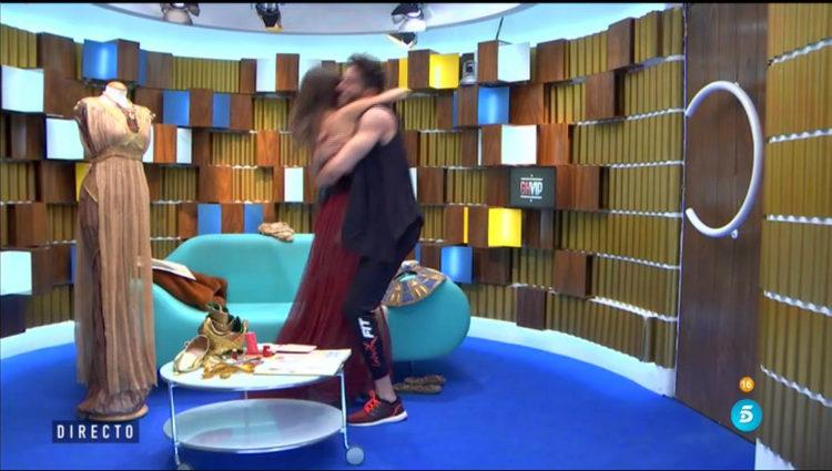 Aylén responde con frialdad a la pasión de Marco al saludarla | telecinco.es
