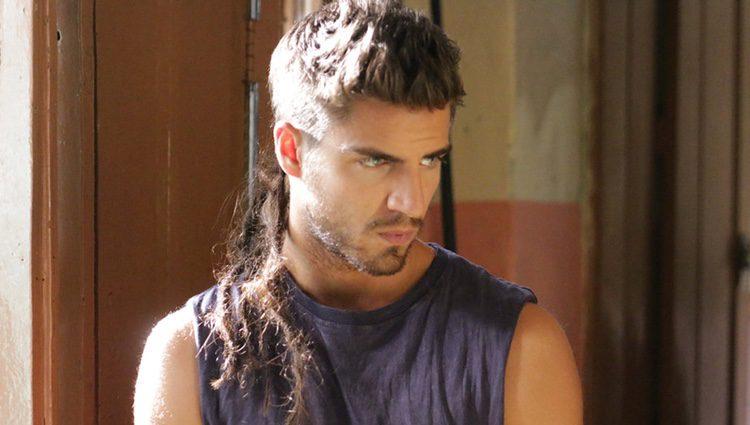 Maxi Iglesias es Ovni en 'Ingobernable'