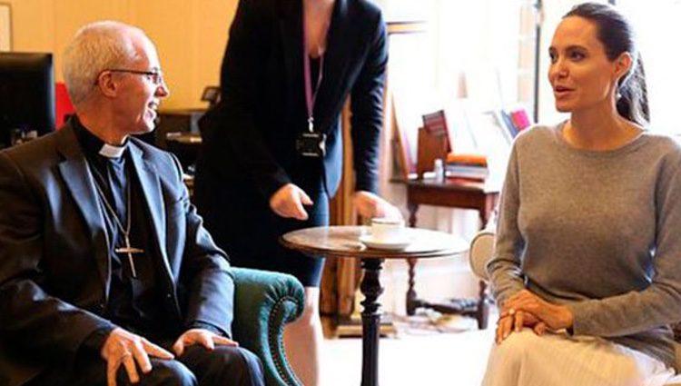 Angelina Jolie junto al Arzobispo de Canterbury / Twitter