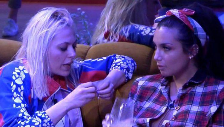 Daniela Blume hablando con Elettra Lamborghini en 'GH VIP5' / Foto: Telecinco.es