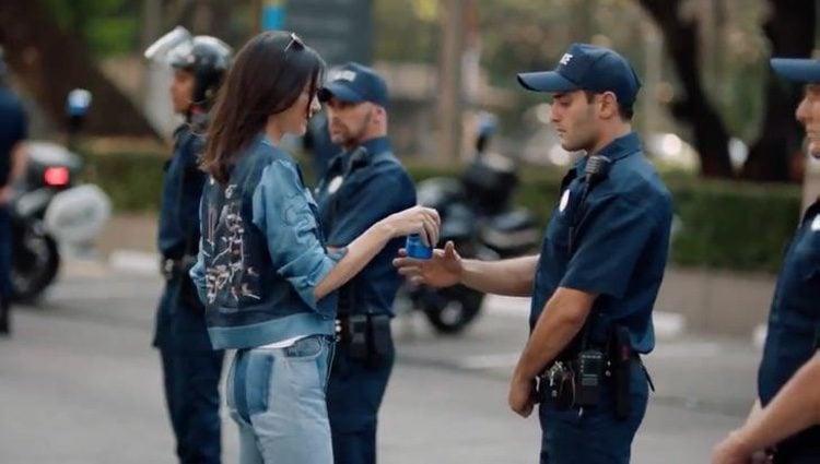 Kendall Jenner en el nuevo anuncio de Pepsi