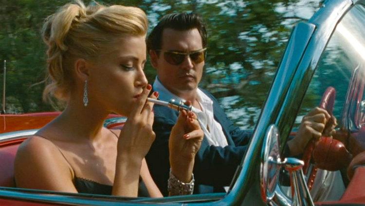 Amber Heard y Johnny Depp en un fotograma de la película 'Los diarios del ron'