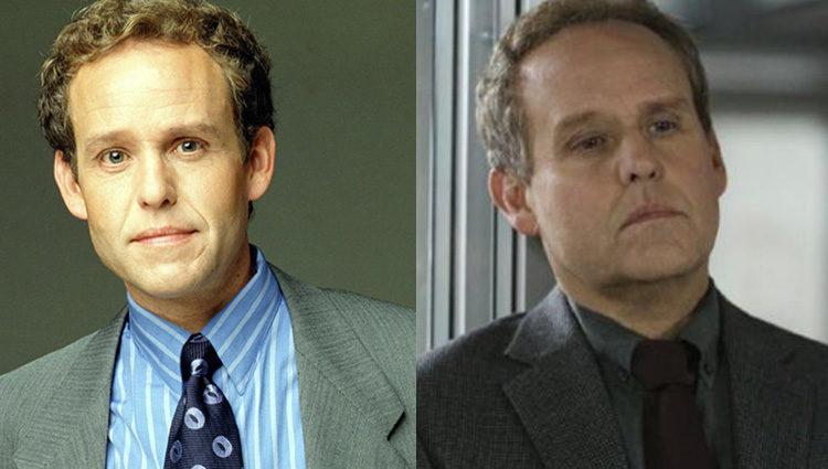 Peter MacNicol en 'Ally McBeal' (izq) y en 2017 (der)