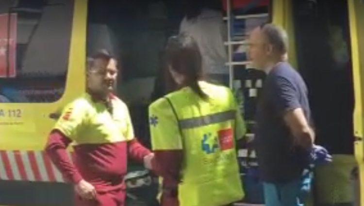El personal de Emergencias estuvo durante media hora tratando de reanimar al anciano/ Fuente: telecinco.es