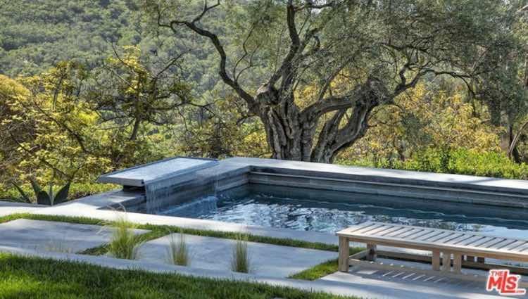 Piscina de la mansión de Natalie Portman