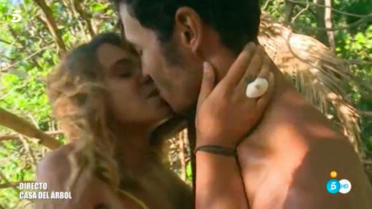 Gloria besa a Kiko después de la entrega del anillo de pedida | telecinco.es