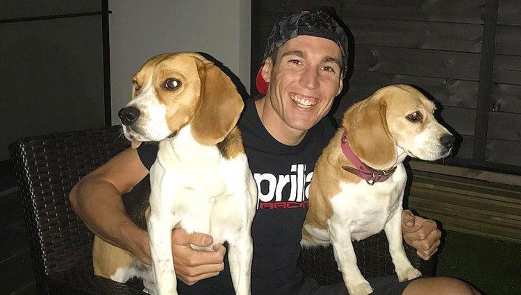 Aleix Espargaró con sus perros / Instagram