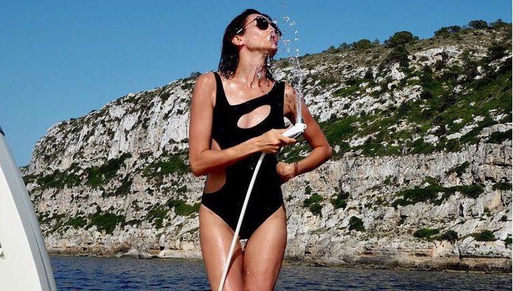 Nieves Álvarez divirtiéndose en Ibiza