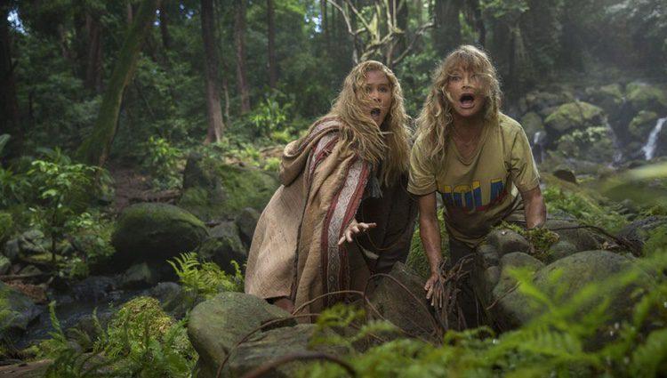 Emily y Linda asustadas en la selva / Fuente: FOX