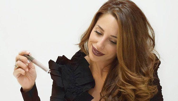 Jennifer Ortiz con muestras de maquillaje / Instagram