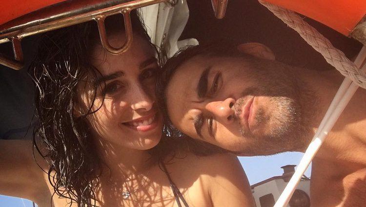 Daniel Muriel y Candela Serrat en la playa/Fuente: Instagram Daniel Muriel
