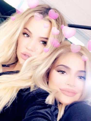 Khloe Kardashian y Kylie Jenner se divierten haciéndose selfies / Instagram