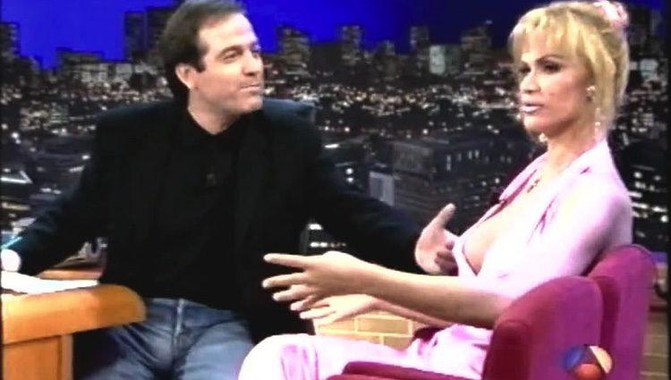 La Veneno junto a Pepe Navarro en 'La sonrisa del pelicano'. Antena 3