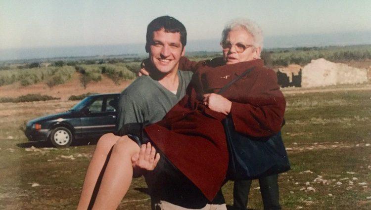 Gustavo López junto a su madre fallecida. | Fuente: Twitter