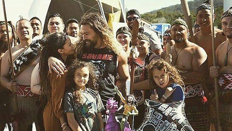 Jason Momoa y Lisa Bonet rodeados de amigos/Foto:Instagram