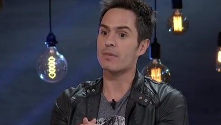Mauricio Ochmann en una entrevista para un canal televisivo mejicano