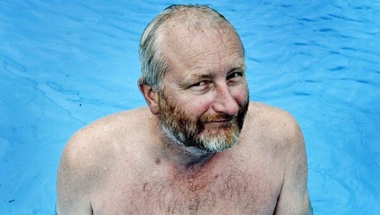 Peter Aalbaek Jensen en la piscina/ Fuente: Twitter