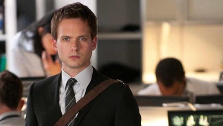 Patrick J Adams en la serie 'Suits'