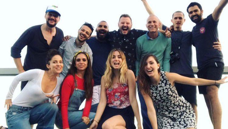 Ana de Armas, Elena Furiase y Fernando Tielve con amigos / Instagram