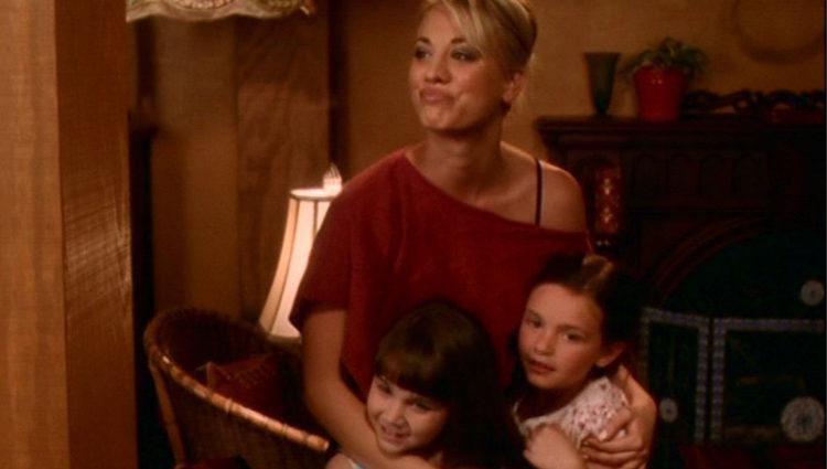Billie cuida de las hijas de Phoebe durante el parto de Peyton