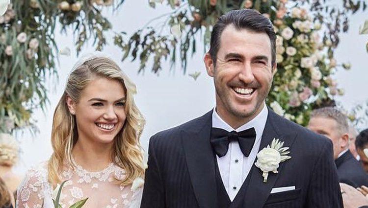 Kate Upton con su marido el día de su boda