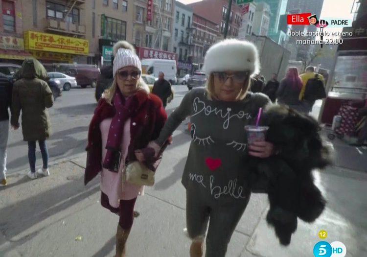 Terelu Campos y Carmen Borrego huyendo de las palomas en Nueva York