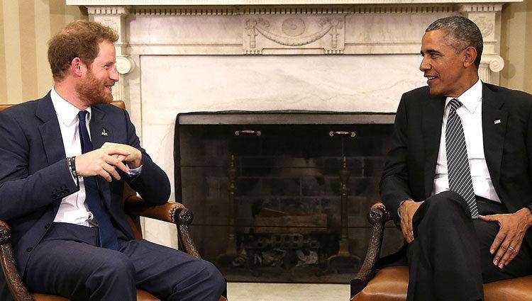 Obama y el Príncipe Harry durante una de sus charlas