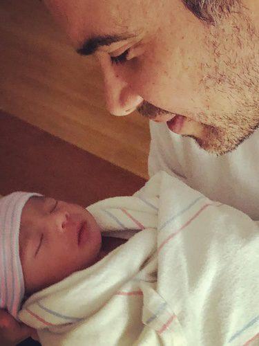 Cash Warren da la bienvenida a su hijo a través de su Instagram @cash_warren