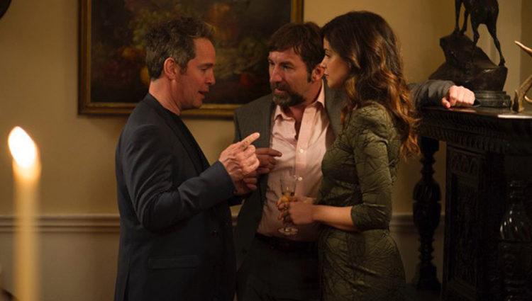 Tom Hollander, Antonio de la Torre y Marta Torné en 'El infiltrado'