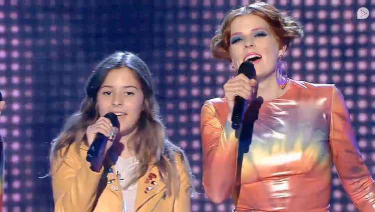 Bimba Bosé cantando con su hija Dora en 'Levántate All Stars' / Telecinco.es
