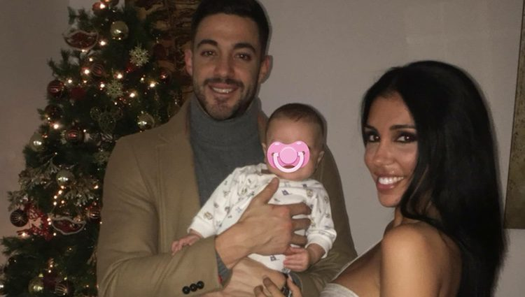 Silvia Sicilia con su hijo y su pareja / Instagram
