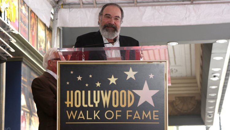 Mandy Patinkin recibe una estrella en el paseo de la fama de Hollywood